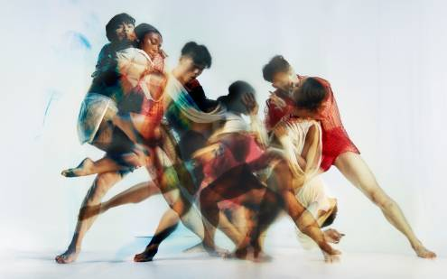 image of blurry dancers